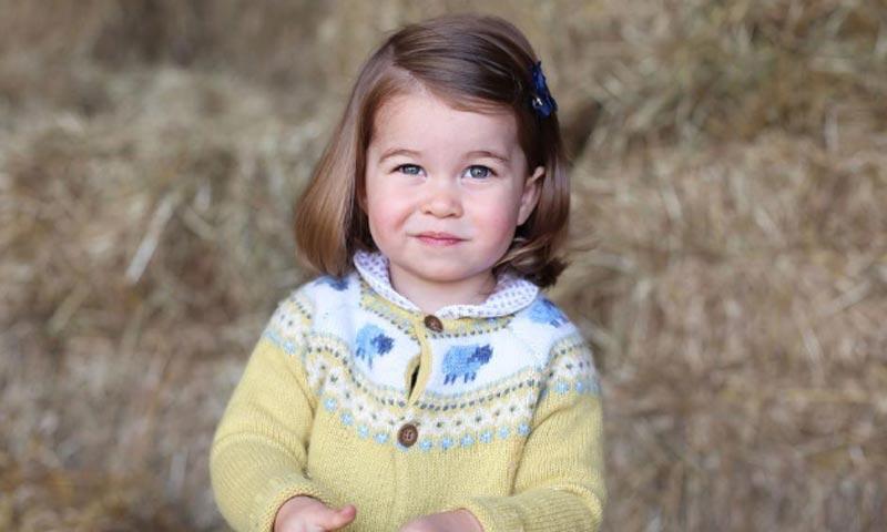 La adorable fotografía de la princesa Charlotte por su segundo cumpleaños