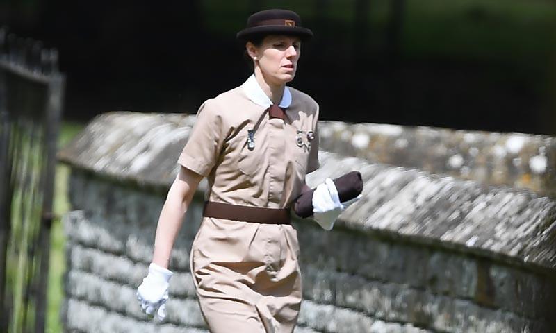¿Por qué lleva uniforme en la boda de Pippa? El significado del traje de la niñera española de George y Charlotte