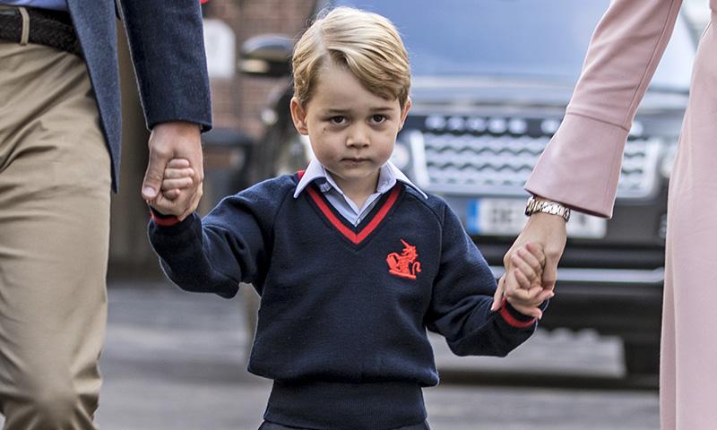 El príncipe George vuelve a clase después de que una mujer burlara la seguridad del colegio para robar