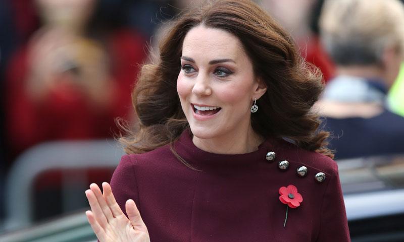 La Duquesa de Cambridge luce tripita premamá y triunfa con su discurso sobre la educación de su hijo