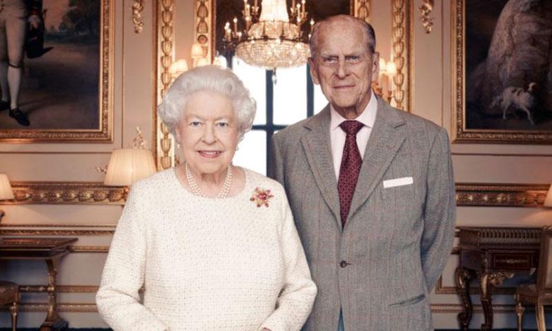 Primera fotografía oficial de Isabel II y el Duque de Edimburgo en sus bodas de titanio