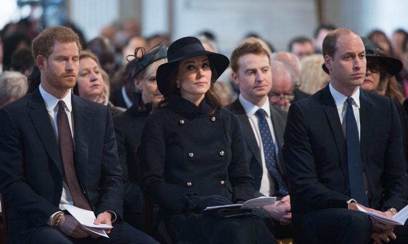 Los Duques de Cambridge y el príncipe Harry, en el emotivo homenaje a las víctimas del incendio de Londres