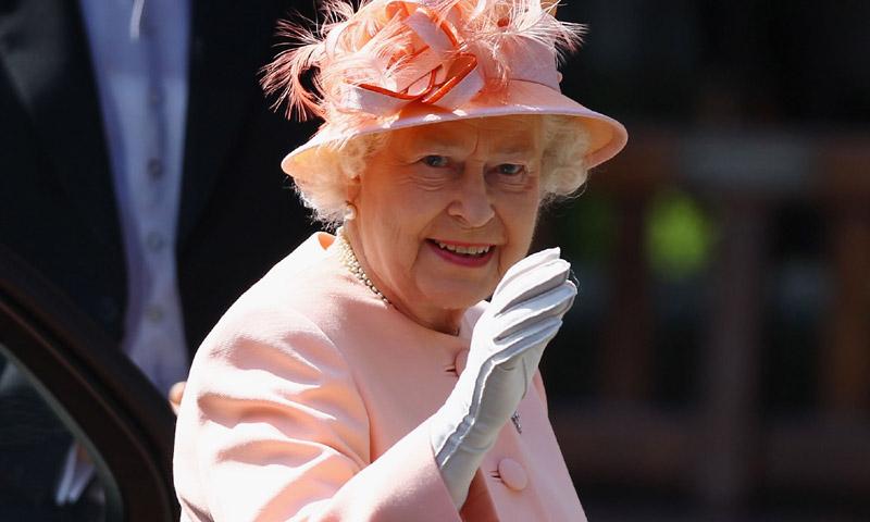 Retiran el reconocimiento real a la firma que suministraba lencería a Isabel II desde hace 57 años