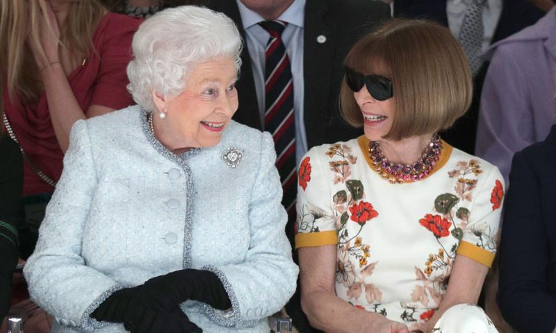 El detalle que ha revolucionado las redes sociales en el debut de Isabel II en un desfile