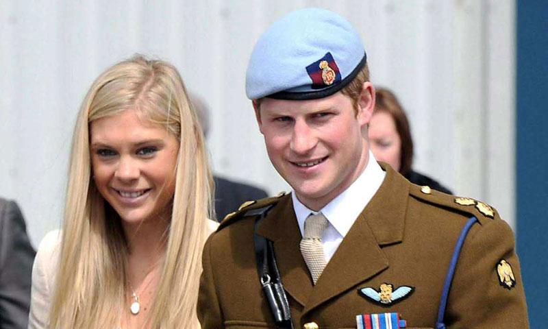En ¡HOLA! La ex del príncipe Harry sale con el mejor amigo de Meghan Markle