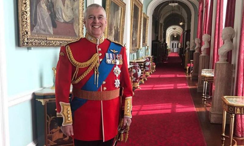 ¿Eugenia de York rompía el protocolo con esta foto de Andrés de Inglaterra?