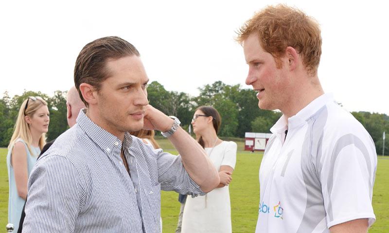 Harry de Inglaterra 'hace leyenda' para Tom Hardy