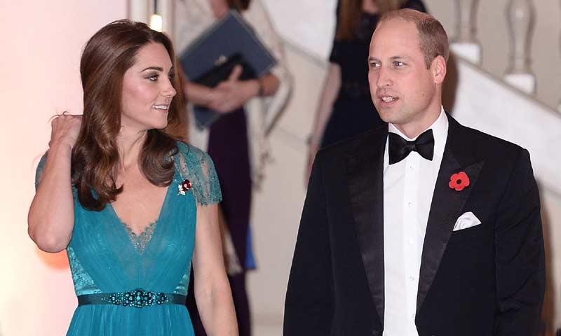 Los Duques de Cambrige, todo 'glamour' en una gala en la noche londinense