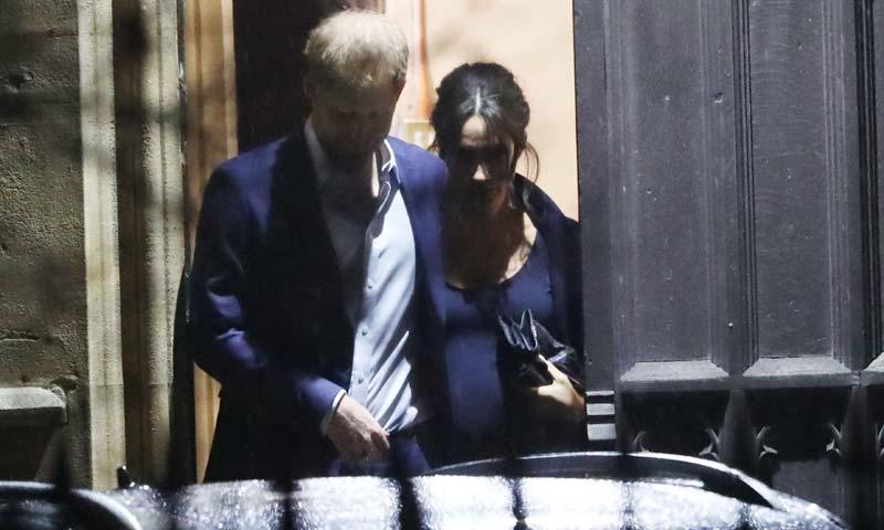 La Duquesa de Sussex luce su tripita de embarazada en todo su esplendor