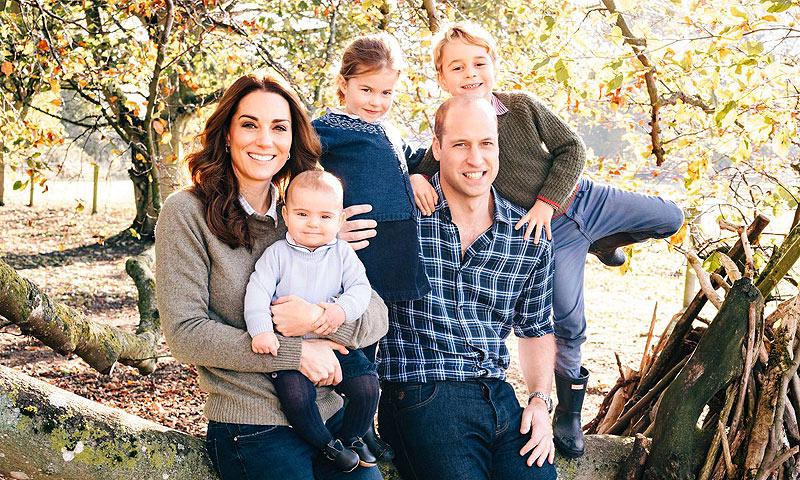¡En el campo y con sus hijos! Así es la tierna felicitación navideña de los Duques de Cambridge