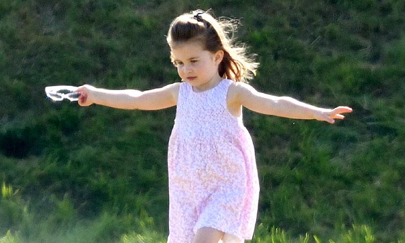 La princesa Charlotte se suma a su hermano George en sus clases de ballet