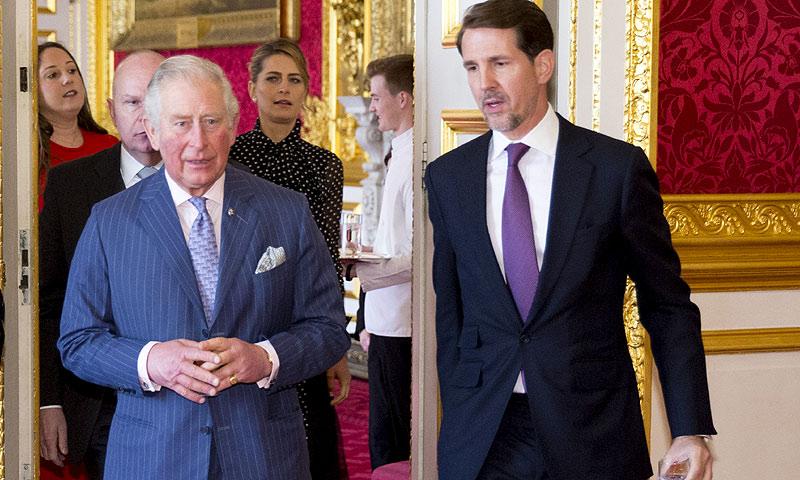¿Qué hacían el príncipe Carlos y su primo Pablo de Grecia reunidos en el palacio de St. James?