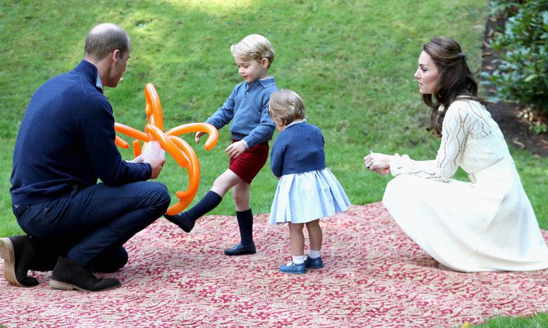 ¿El salón de Isabel II? ¿La casa de Harry? Este es el lugar favorito de George y Charlotte para jugar