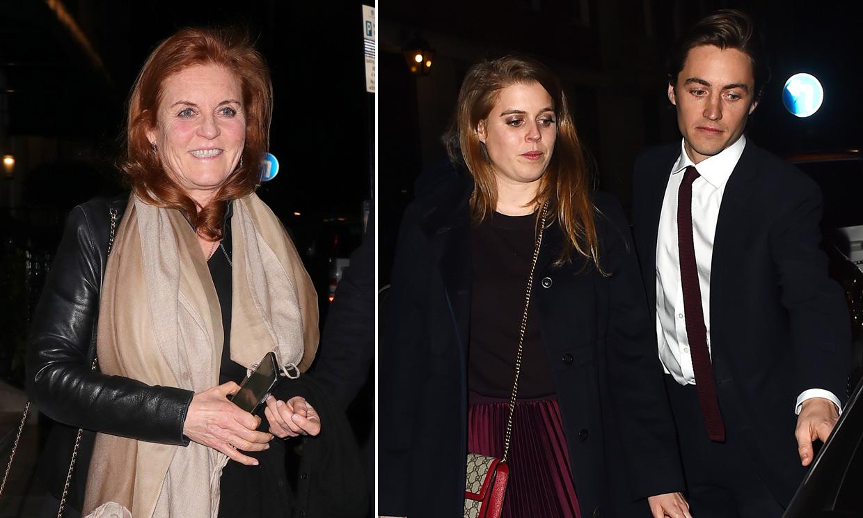 Beatriz de York y su novio, Edoardo Mapelli, disfrutan de la noche londinense con Sarah Ferguson