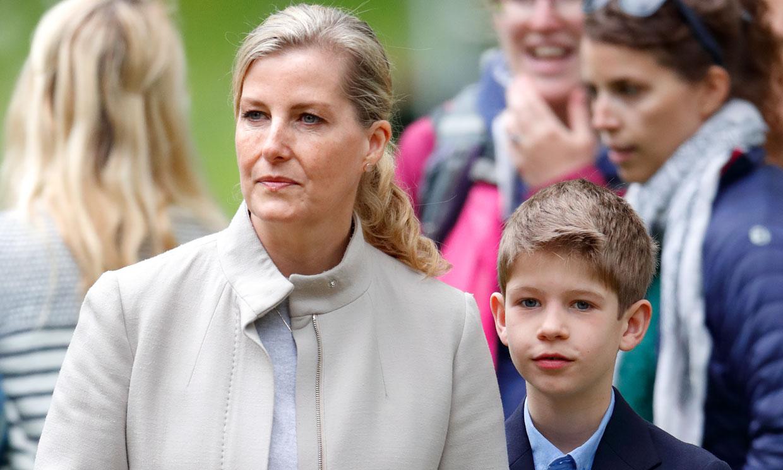 El hijo de la condesa de Wessex, de once años, visto conduciendo por Windsor