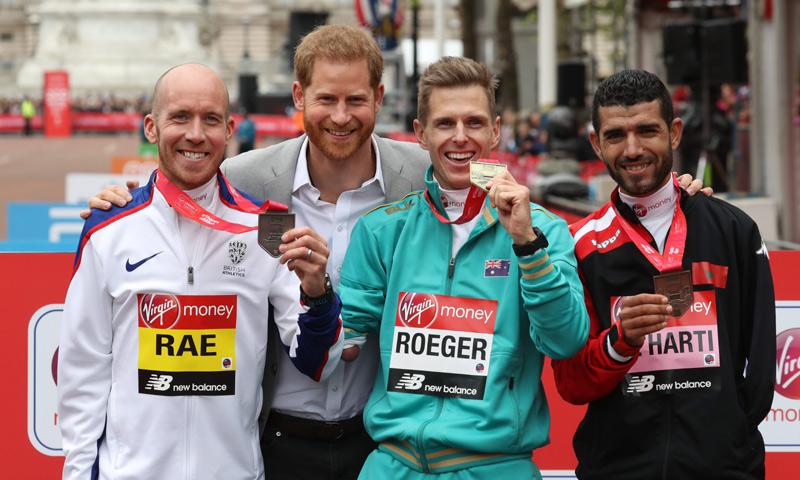 ¡'Sprint' final! El príncipe Harry asiste a la Maratón de Londres en la cuenta atrás para ser padre
