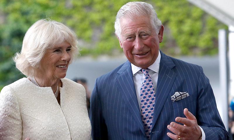 El príncipe Carlos y la duquesa de Cornualles revelan en Berlín cuándo conocerán a su nieto