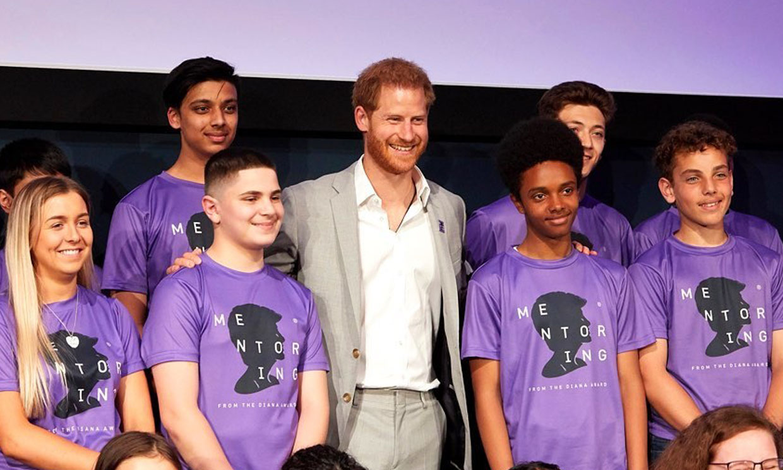 """El príncipe Harry recuerda a Diana de Gales como un """"modelo a seguir"""""""