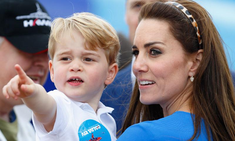 Dos primos unidos por el tenis: George de Cambridge juega con Federer y Archie... ¿con Serena Williams?