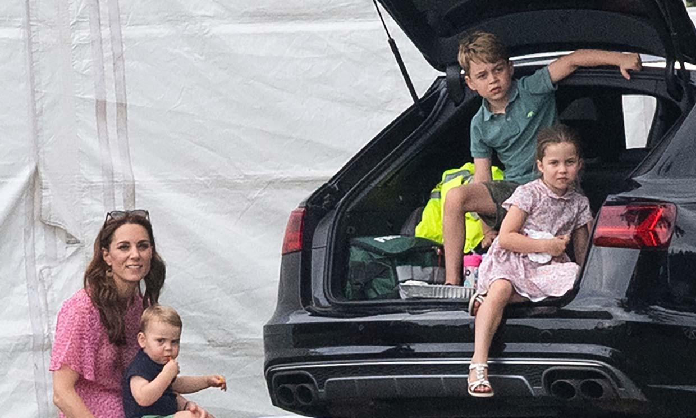 La divertida foto del príncipe George, la princesa Charlotte y el príncipe Louis junto a un 'amigo' muy especial