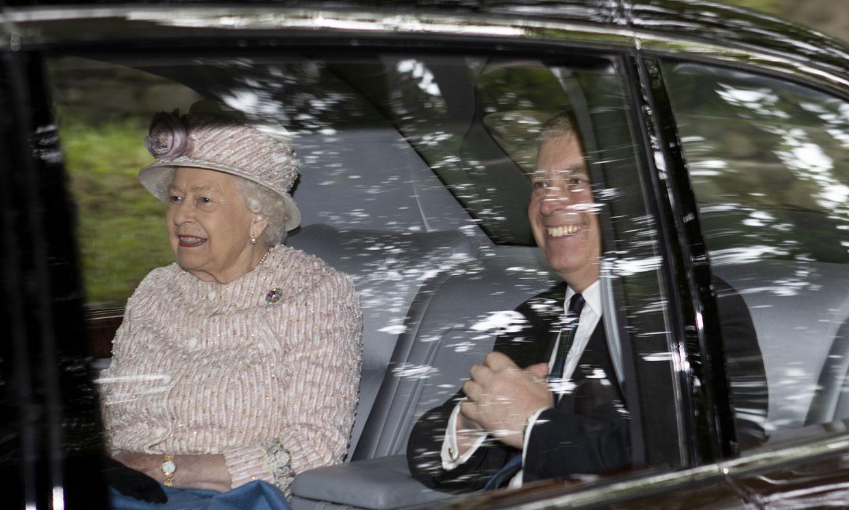 El príncipe Andrés y Sarah Ferguson visitan a la reina Isabel en Balmoral (y no han sido los únicos)