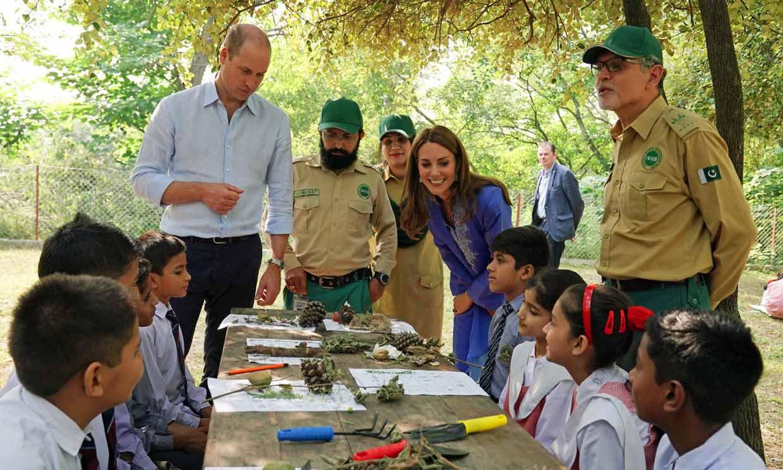 El duque de Cambridge recuerda a su madre durante su visita a Pakistán