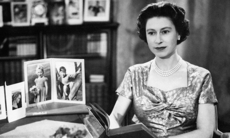 El lugar de la reunión, una biblioteca llena de recuerdos para el príncipe Harry y la reina Isabel II