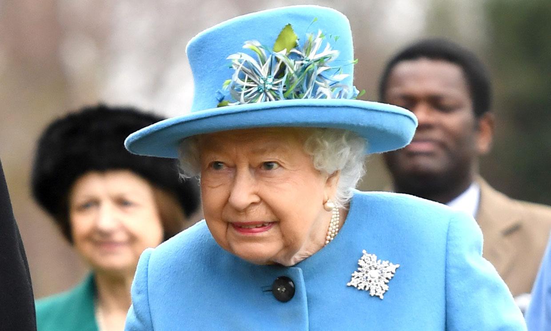 Isabel II lanza un mensaje a los duques de Sussex a través de su 'outfit'