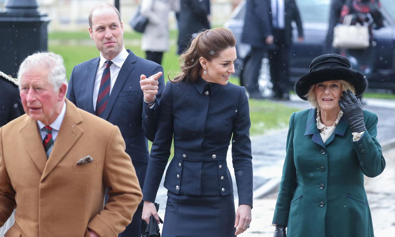 El potente significado tras estas imágenes de los duques de Cambridge con Carlos y Camilla