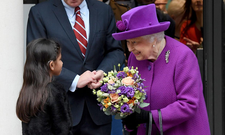 La reina Isabel II llevó ortodoncia y ahora consuela a los niños con su historia