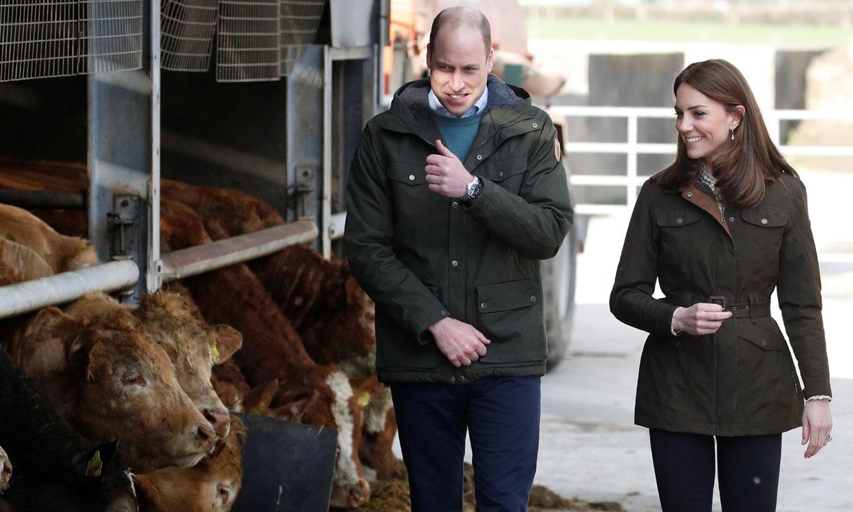 Los duques de Cambridge, entre fogones, vacas y ping pong, en su segundo día de visita en Irlanda
