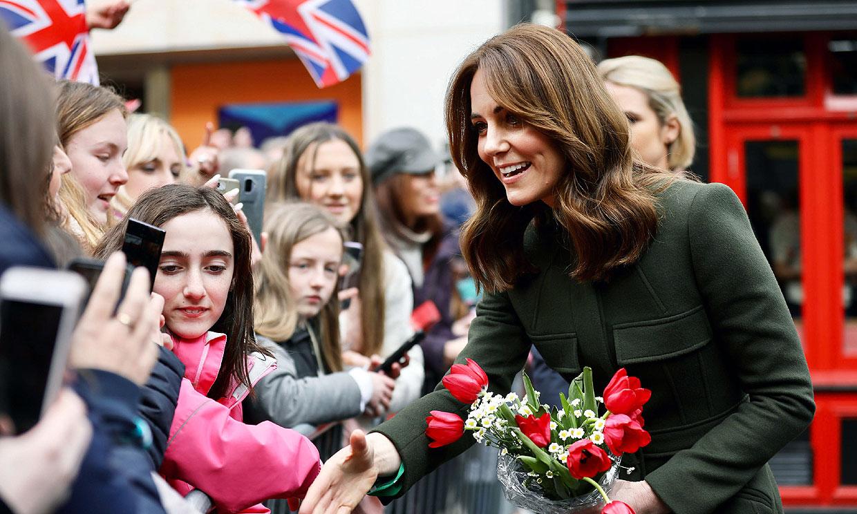 La duquesa de Cambridge y su divertida conversación con una niña como Charlotte