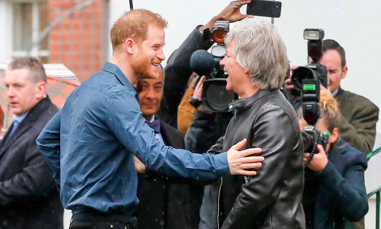 Ya puedes escuchar la canción del príncipe Harry con Bon Jovi