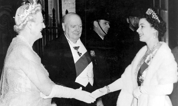 Isabel II con Winston Churchill
