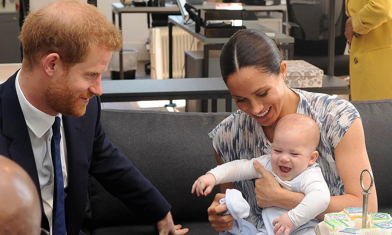 El pequeño Archie y los Duques felicitan 'virtualmente' a la reina Isabel desde Los Ángeles