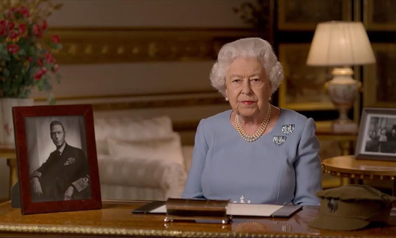 Isabel II emula a su padre 75 años después: así ha sido el discurso para recordar el fin de la guerra