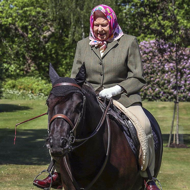 El paseo en poni de Isabel II a sus 94 años