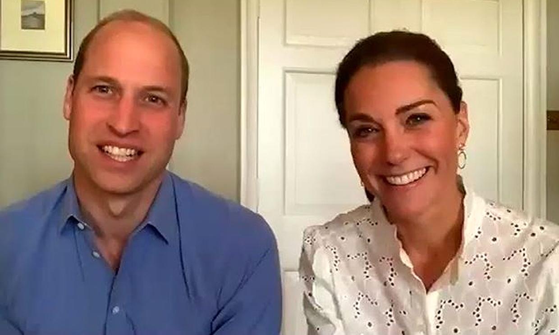 El duque de Cambridge revela su 'pequeño secreto' y la Reina muestra una foto inédita de él con sus hijos