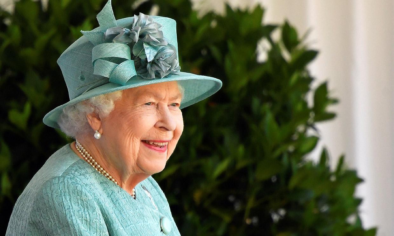 Isabel II disfruta con una gran sonrisa del 'Trooping the Colour' más íntimo
