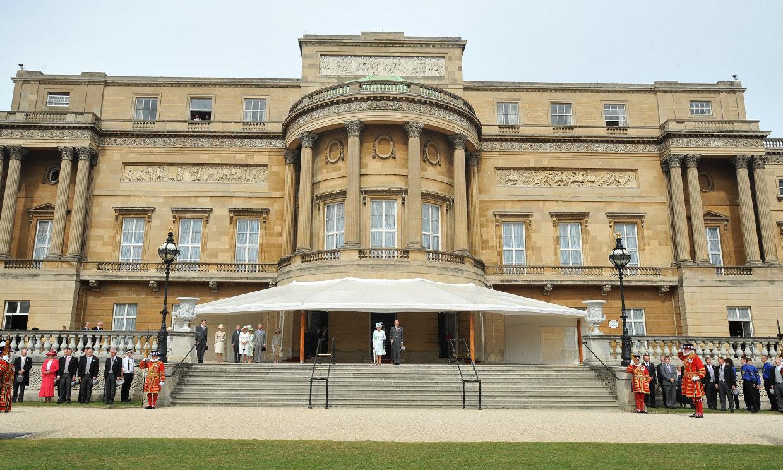 Isabel II lanza su propia 'ginebra real' elaborada en el Palacio de Buckingham