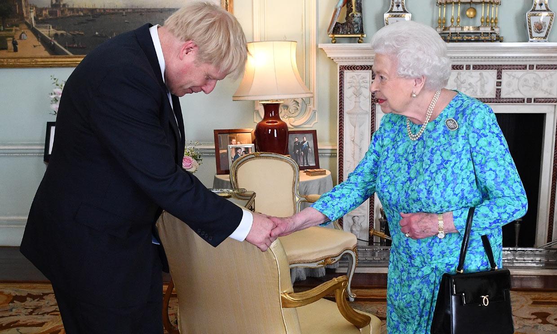 El Gobierno británico, al rescate económico de Isabel II
