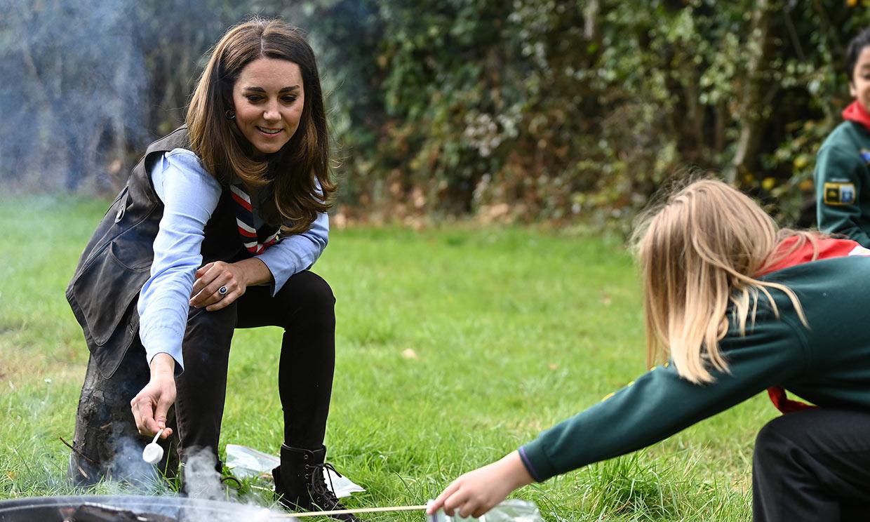 Día de excursión 'royal': la duquesa de Cambridge, una más entre los pequeños Scouts
