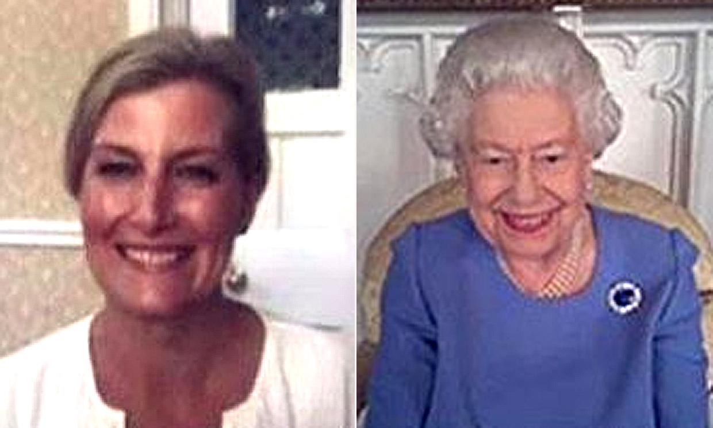 ¡Una reina multimedia! Isabel II vuelve a sorprender con su dominio de las nuevas tecnologías