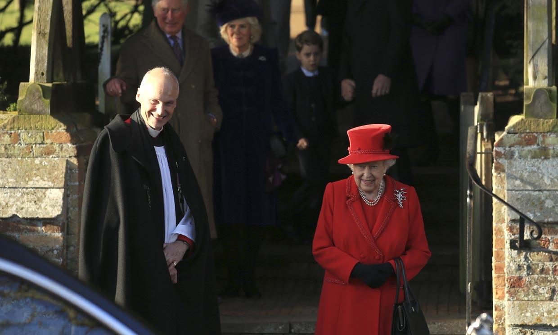 Isabel II ve como una de sus tradiciones más arraigadas pende de un hilo