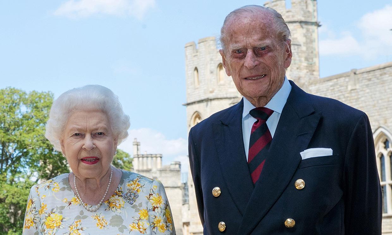 Isabel II y el duque de Edimburgo regresan a Windsor para pasar juntos el segundo confinamiento