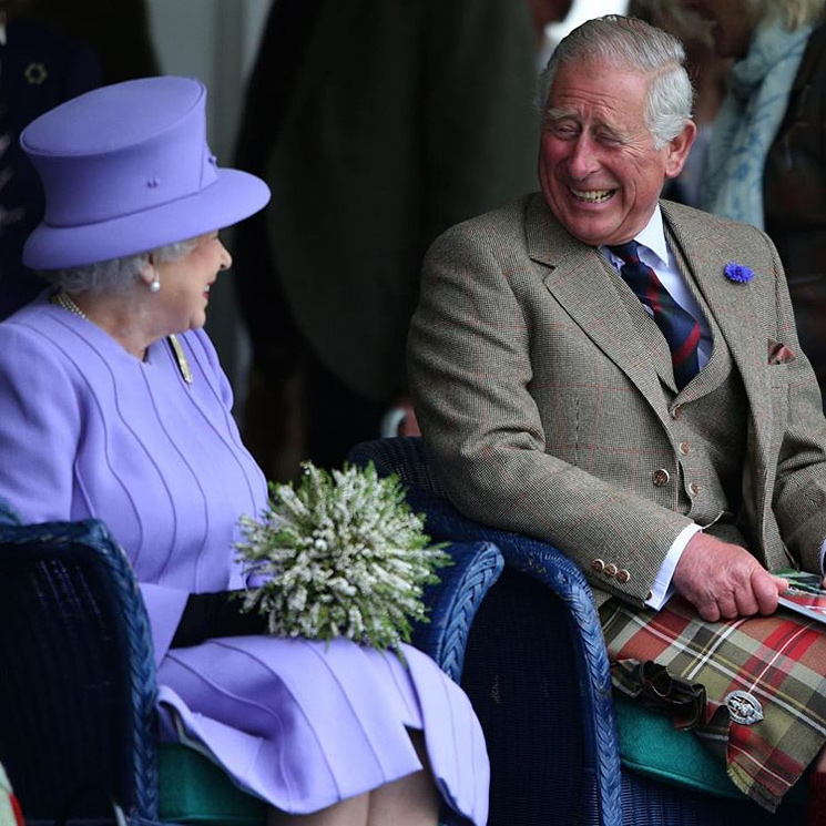 La nostálgica (y tierna) fotografía con la que Isabel II felicita el cumpleaños a Carlos de Inglaterra