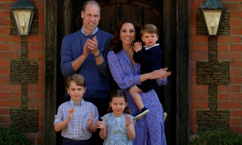 Los duques de Cambridge felicitan la Navidad a los sanitarios con una imagen familiar inédita