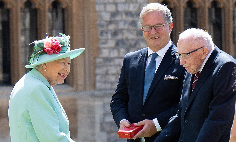 Fallece a los 100 años el Capitán Tom Moore, investido caballero por la reina Isabel II en 2020