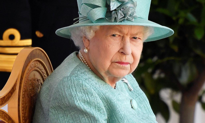 La reina Isabel, optimista ante el estado de salud del duque de Edimburgo, sigue con sus obligaciones