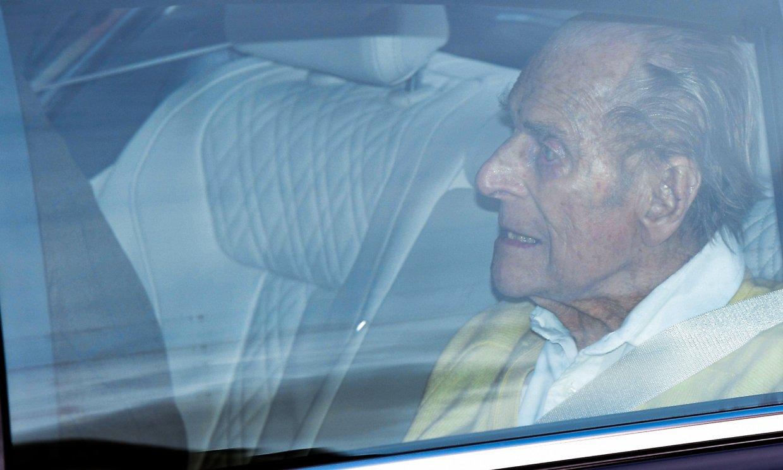 Primeras imágenes del duque de Edimburgo, de 99 años, tras recibir el alta médica